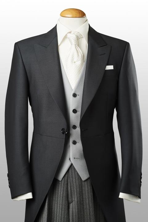 Jaquette grise moyen légère, gilet gris et pantalon rayé